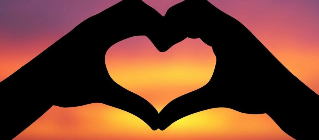 """""""Không có tình yêu nào vĩnh cửu, chỉ có những phút giây vĩnh cửu của tình yêu"""""""